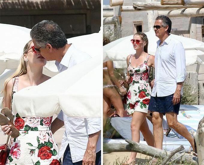 Kitty Spencer và Michael Lewi tình tứ trên phố St Tropez hôm 23/8. Ảnh: BackGrid.