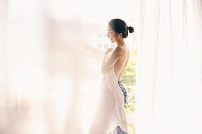 Sau 2 năm rút khỏi showbiz,ra nước ngoài định cư để vượt qua nỗi đau mất người thân, Ammy Minh Khuê quay trở lại Việt Nam và tích cực hoạt động nghệ thuật. Nữ diễn viên ban đầu định lặng lẽ làm việc nhưng những nhận xét cho rằng Ammy Minh Khuê đã hết thời khiến cô thay đổi.