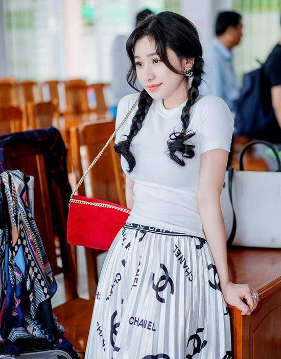 Người đẹp 9X kín tiếng về chuyện tình cảm sau 4 năm ly hôn chồng cũ Hồ Quang Hiếu.