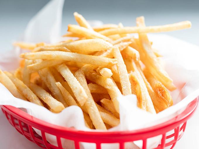Mẹo rán khoai tây giòn ngon chẳng kém ngoài hàng - 1
