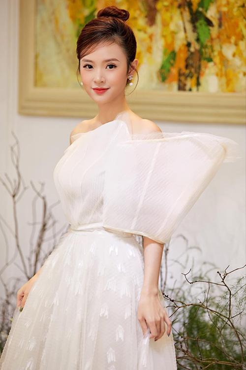 Midu tiết lộ chưa có bạn trai sau nhiều năm chia tay tình cũ Phan Thành.