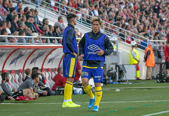 Trong hai trận gần nhất của STVV, Công Phượng đều được yêu cầu khởi động nhưng không được vào sân thay người. Ảnh: STVV.