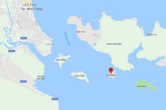 Vị trí ca nô bốc cháy ở đảo Hòn Một. Ảnh: Google maps.