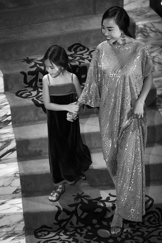 Đoan Trang cùng con gái diễn thời trang - 1