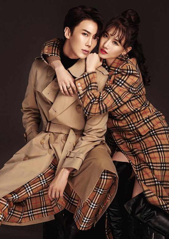 [Caption Trong khi tài tử 31 tuổi vẫn giữ phong cách lãng tử Hàn Quốc quen thuộc thì Hari Won lại mang đến hình ảnh biến hóa với các set trang phục: váy ngắn, áo khoác lịch lãm, làm nổi bật sự đồng điệu giữa 2 người.  Thời gian qua, nữ ca sĩ cùng Park Jung Min trở thành đôi tình nhân màn bạc với dự án điện ảnh