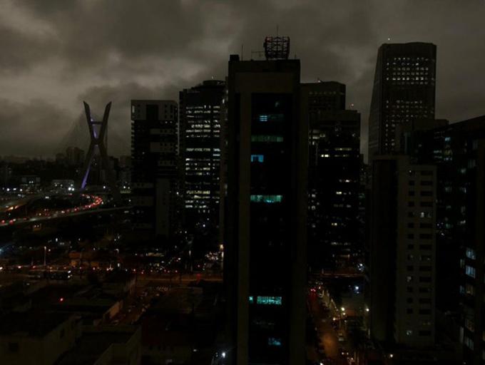 Du khách và người dân ở thành phố này được khuyến cáo đeo khẩu trang khi ra đường. Những người có vấn đề về hô hấp tốt nhất trong nên đến Sao Paolo thời gian này.