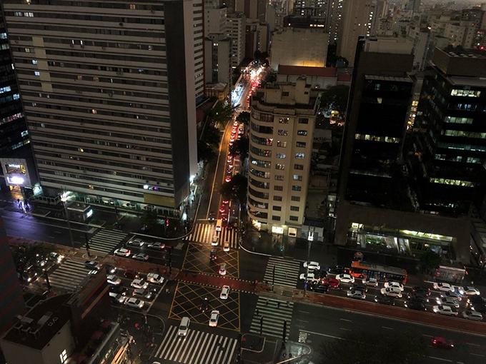 São Paulo là thủ phủ của bang São Paulo ở phía đông nam Brasil, cách Rio de Janeiro 400 km và cách thủ đô liên bang, Brasília, 1030 km. Đây là thành phố lớn nhất của Brasil. Diện tích thành phố 1.523 km² và dân số hơn 11 triệu người, là thành phố đông dân nhất ở Nam Bán Cầu và là một Thành phố toàn cầu.