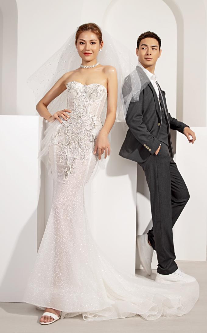 Chúng Huyền Thanh - Jay Quân sánh đôi BST váy cưới mùa thu của Marymy