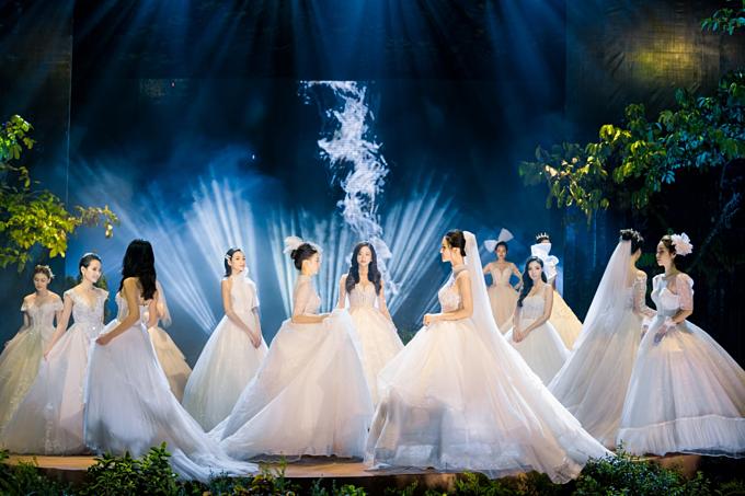 Lấy cảm hứng từ Công chúa Thiên Nga - bức tranh sơn dầu nổi tiếng của danh họa người Nga Mikhail Vrubel, các NTK đã tạo nên bộ sưu tập váy cưới dành riêng cho các nàng dâu yêu vẻ đẹp ngọt ngào, nữ tính.
