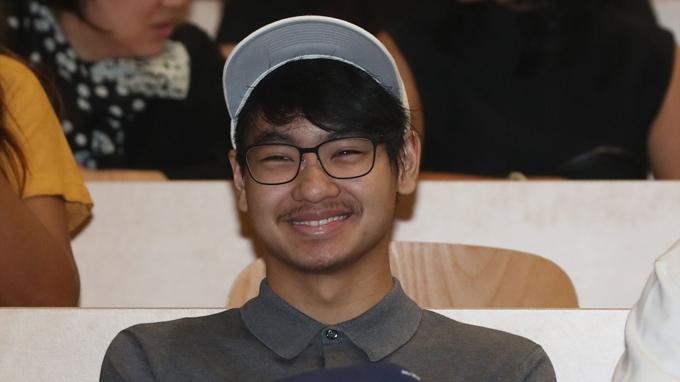 Cậu con nuôi người Campuchia của Angelina và Brad Pitt đỗ vào nhiều trường đại học nhưng cậu đã lựa chọn Đại học Yonsei của Hàn Quốc, ngành Kỹ thuật sinh học.