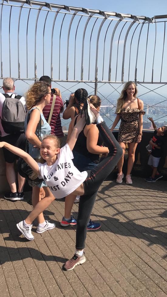 Siêu mẫu Ngọc Nga đã đồng hành cùng con gái đến New York để tham gia chiến dịch chụp hình quảng cáo của hãng thời trang này.