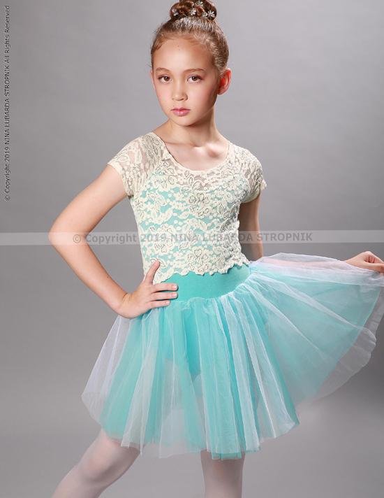 Mọi người biết đến Elizabeth thông qua những hình ảnh chụp của siêu mẫu Ngọc Nga và Asian Kids Fashion Week.