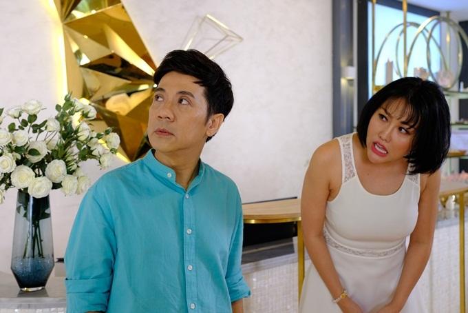 NSƯT Thành Lộc (trái) và Phi Thanh Vân có một màn tung hứng đầy tiếng cười.