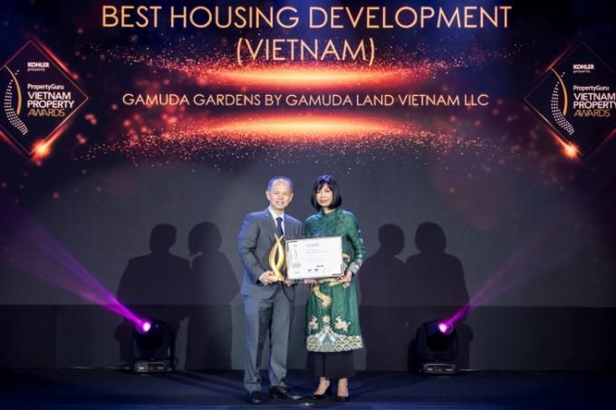 Ông Dennis Ng Teck Yow – Phó Tổng giám đốc đại diện Gamuda Land Việt Nam nhận giải.