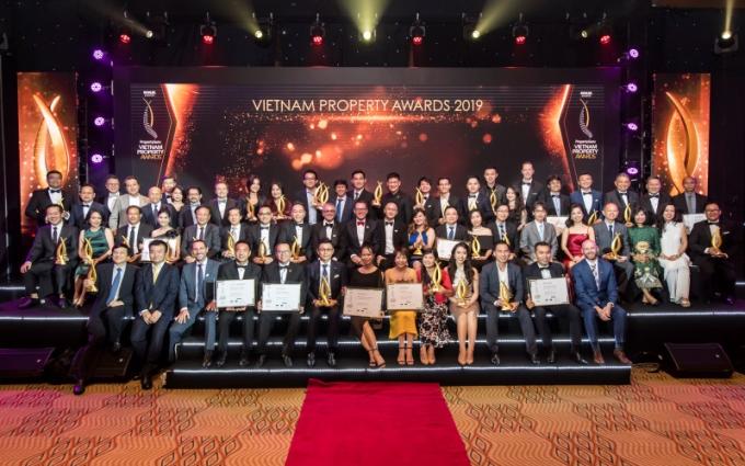 52 hạng mục giải thưởng được trao cho hơn 20 công ty bất động sản.
