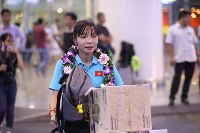 Trung vệ Trần Thị Hồng Nhung của Phong Phú Hà Nam. Cô là cầu thủ đầu tiên của Việt Nam ra nước ngoài thi đấu khi khoác áoCLB Chonburi (Thái Lan) trong thời gian ngắnhồi tháng 5 vừa qua.