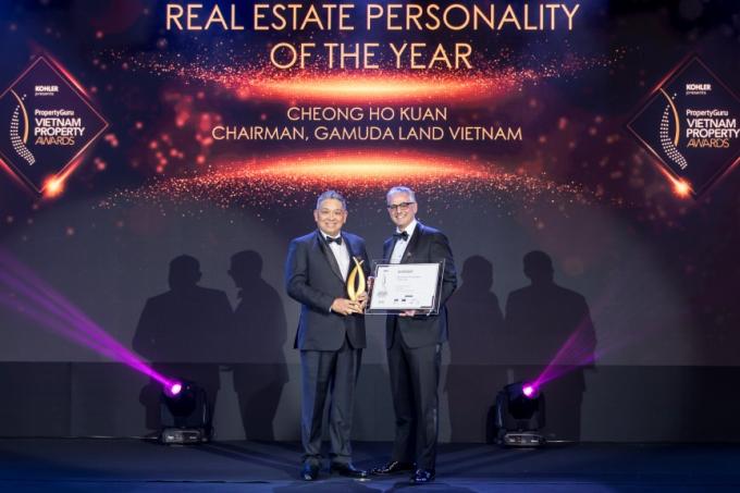 Ông Cheong Ho Kuan – Chủ tịch Gamuda Land Việt Nam nhận giải.
