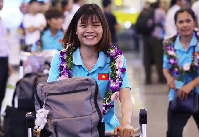 Đăng quang ngay trên sânđối thủ kình địch khiến niềm vui của các cầu thủ nhân lên gấp bội. Bóng đá nữ Thái Lan thống trị khu vực Đông Nam Á từ 2015 tới nay.