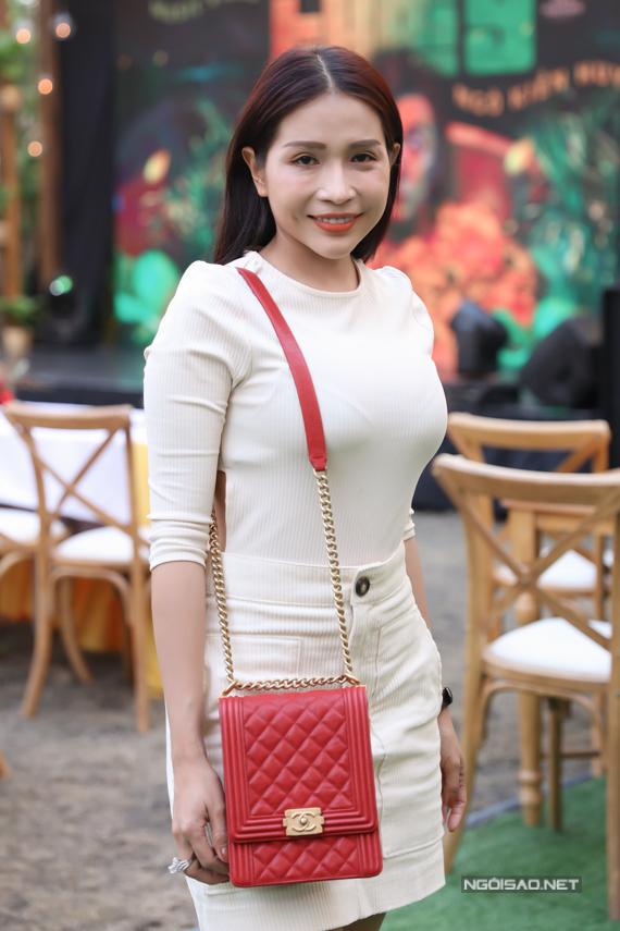 Diễn viên Khả Như từng dẫn dắt một số gameshow với Ngô Kiến Huy cũng đến ủng hộ đồng nghiệp.