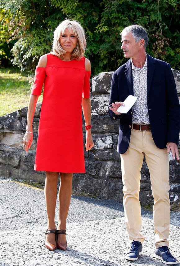 Đệ nhất phu nhân Pháp tốn hơn 400 triệu đồng cho váy áo 3 ngày dự G7 - 2