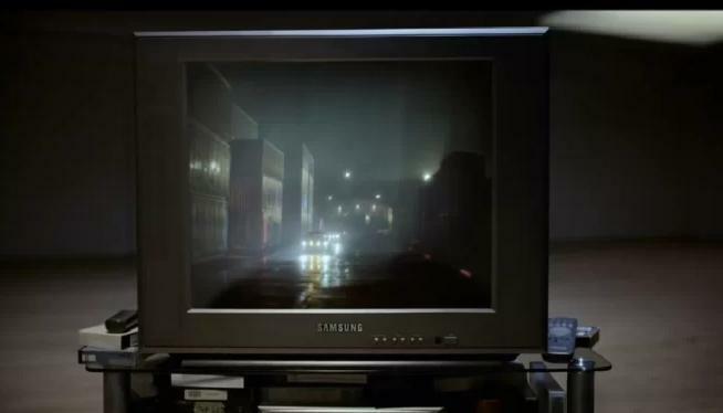 Một trong những chiếc TV màu hơn 10 năm về trước.