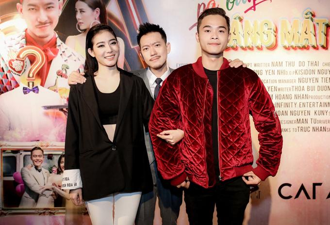Diễn viên Huỳnh Thanh Trực (áo đỏ) cũng góp phần tạo tiếng cười cho Sáng mắt chưa phiên bản được chế lại.