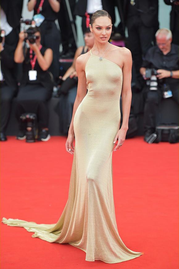 Dàn mẫu nội y chiếm sóng thảm đỏ Venice Film Festival