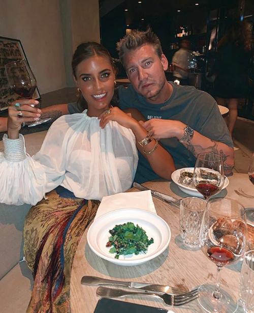 Nicklas Bendtner và bạn gái mới Philine