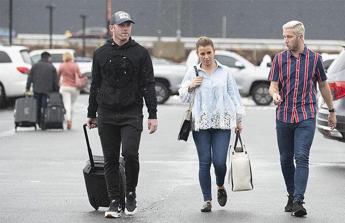 Vợ chồng Rooney tới sân bay quốc tế Dulles, Washington DC hôm 28/8.