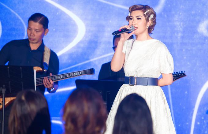 Nữ ca sĩ hiện hoạt động tích cực trênsân khấu hải ngoại. Cô vừa biểu diễn trong một sự kiện ở California.