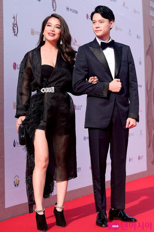 Trương Ngọc Ánh khoe vòng một sexy trên thảm đỏ Hàn Quốc  - 4