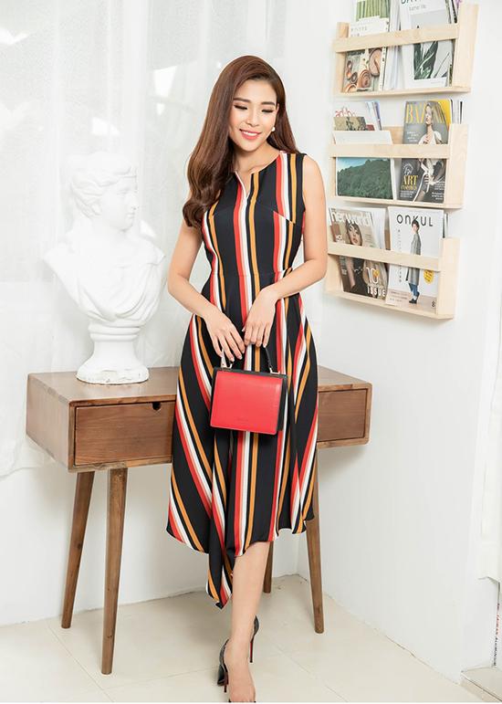 Sau loạt trang phục đơn sắc, nhà mốt Việt lăng xê các kiểu hoạ tiết có khả năng tăng độ trẻ trung cho người mặc.
