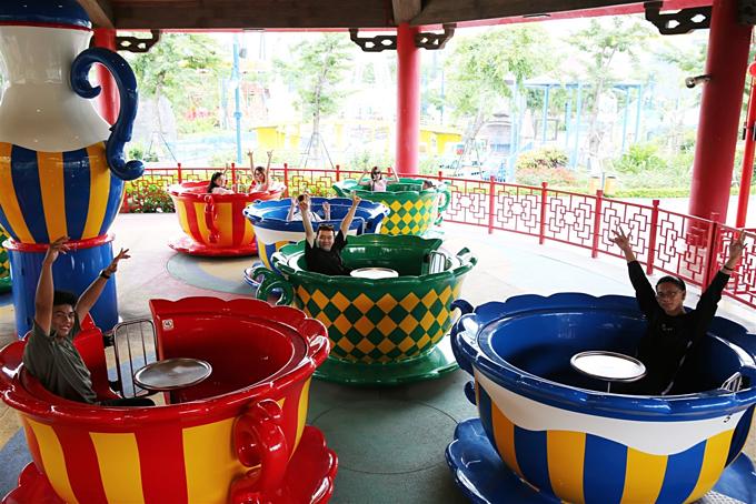 Công viên chủ đề Dragon Theme Park có nhiều trò chơi hấp dẫn dành cho cả người lớn lẫn trẻ nhỏ.