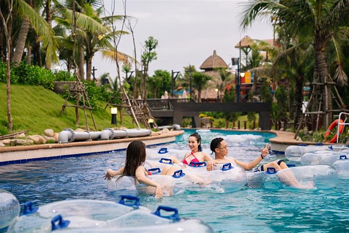 Bạn và gia đình có thể vui chơi dưới nước thoải mái tại Công viên nước Typhoon Water Park