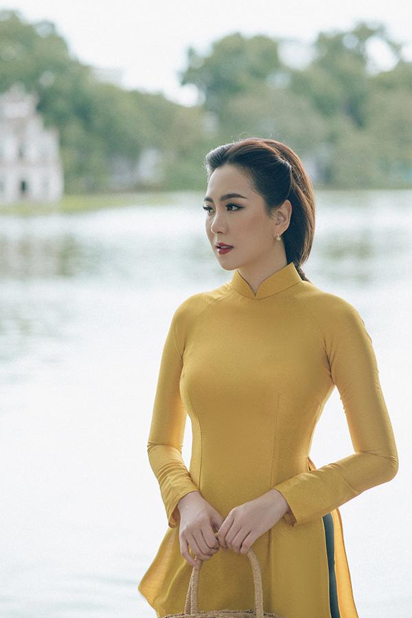 Đây là những mẫu áo dài do nhà thiết kế kiêm chuyên gia trang điểm Dũng Nguyễn thực hiện.