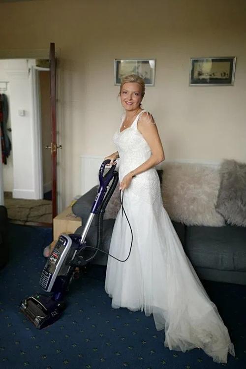 Cô dâu diện váy cưới cả tháng - 1