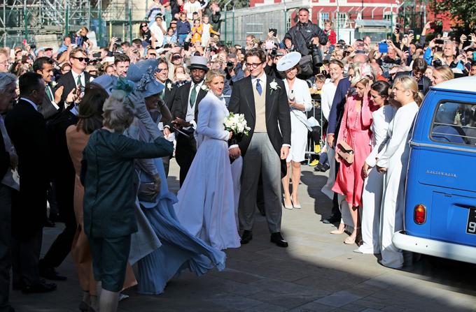 Sau hôn lễ, cặp sao cùng khách mời đến lâu đài Howard gần đó để tổ chức tiệc cưới.