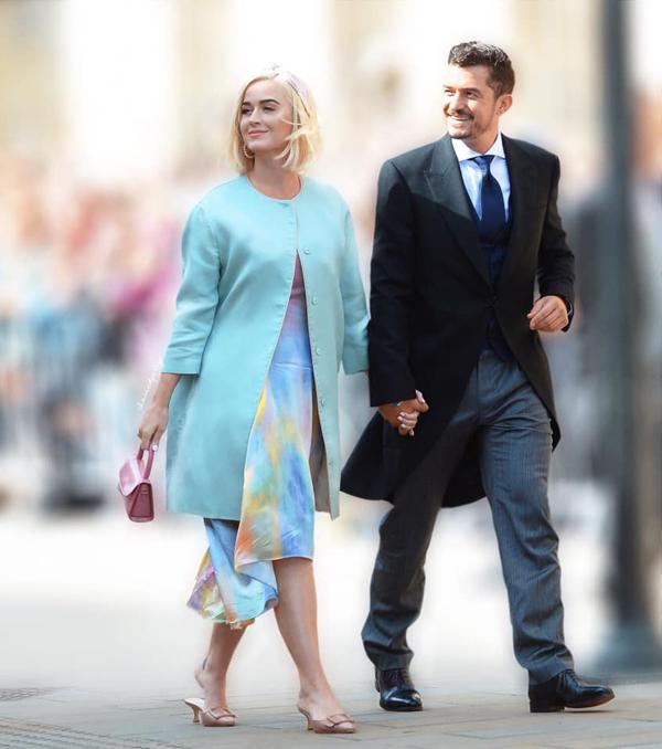 Katy Perry kết hợp đầm dài với vest thanh lịch trong khi Orlando Bloom mặc tuxedo truyền thống đi đám cưới.