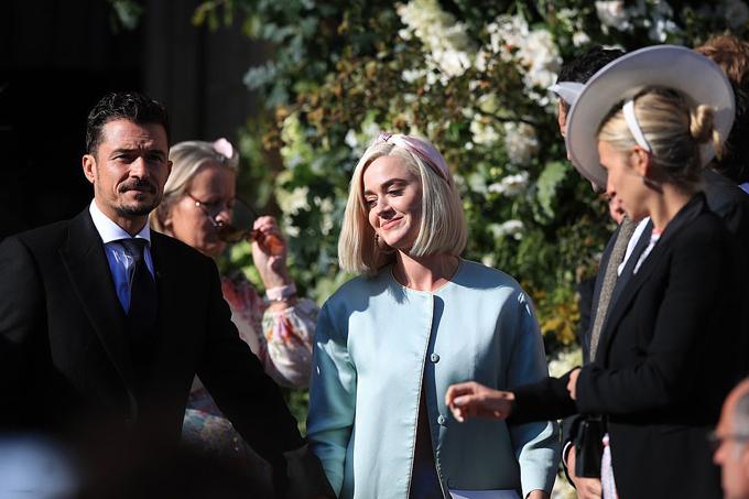 Katy là bạn bè thân thiết với cô dâu. Nữ ca sĩ 34 tuổivà Orlando Bloom cũng sẽ tổ chức lễ cưới vào cuối năm nay sau 4 năm hẹn hò.