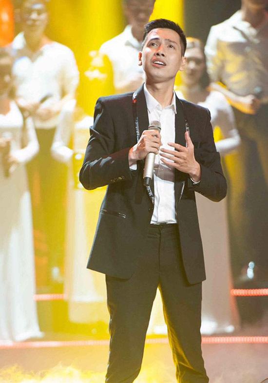 [Caption Nam ca sĩ Tấn Đạt gốc Đà Nẵng từng được khán giả yêu mến khi thủ vai Từ Thức trong vở nhạc kịch triệu đô