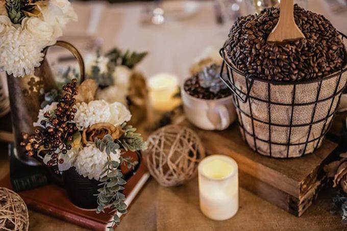Câu chuyện về lần hẹn hò đầu tiên đã khiến uyên ương nảy ra ý nghĩ về tiệc cưới như một thiên đường cho những tín đồcủa cà phê. Họ muốn rằng bất kỳ ai cũng có thể cảm nhận được sự thoải mái, ấm cúng trong tiệc cưới của mình.