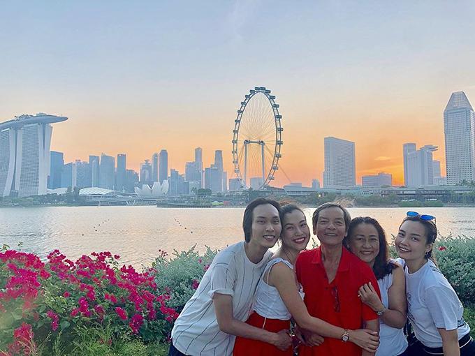 MC Hoàng Anh cùng gia đình du lịch Singapore trong kỳ nghỉ lễ.