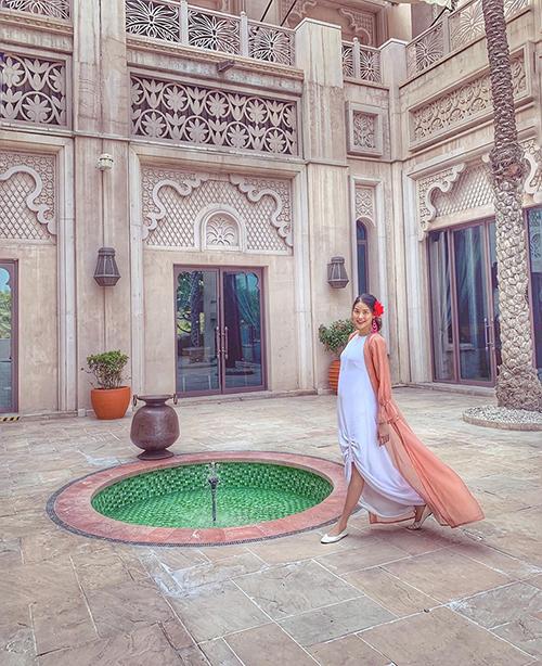 Lan Khuê cho biết rất thích thú với cách ăn mặc của phụ nữ Dubai.