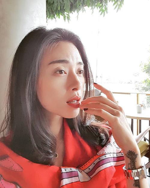 Diễn viên Ngô Thanh Vân cho rằng: Mình không cần phải hơn người khác. Mình chỉ cần tốt hơn mình của ngày hôm qua là đủ rồi.