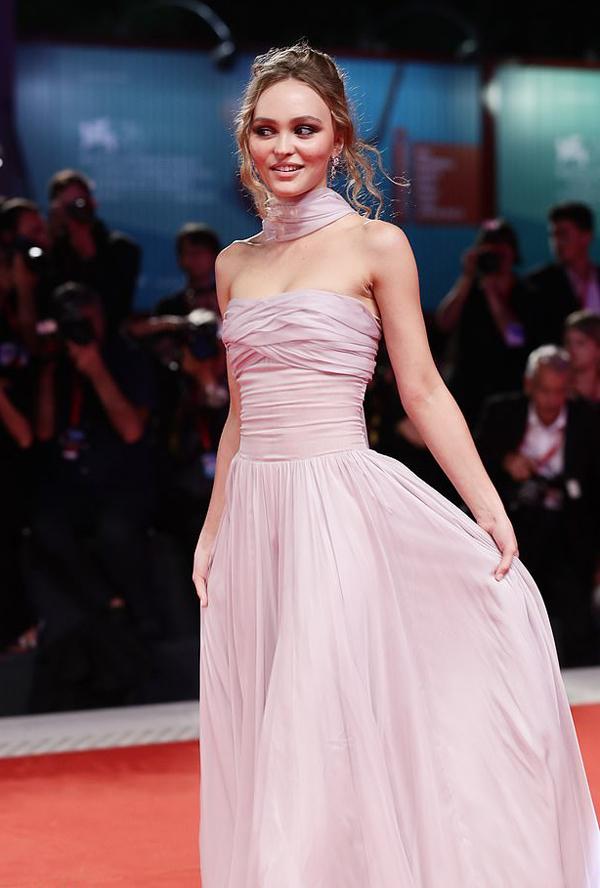 Con gái của tài tử Johnny Depp và người mẫu Vanessa Paradis vốn là gương mặt đại diện của Chanel từ năm 15 tuổi.