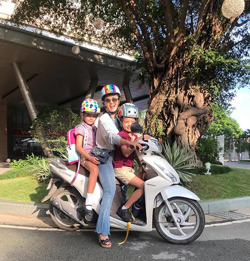 Sau khi xác nhận ly hôn với ông xã ngoại quốc hồi tháng 6/2018. Hồng Nhung cố gắng nhanh chóng cân bằng với cuộc sống mới để làm chỗ dựa cho các con. Dù bận rộn với việc đi diễn, nữ ca sĩ vẫnthường tự lái xe máy đưa đón hai con đi học. Thời gian rảnh, Hồng Nhung cùng hai con đi du lịch. Chưa đầy một năm sau ly hôn, chồng cũ cô tái hôn với người phụ nữ Myanmar. Cách đây vài ngày, Thiri Thant Mon - người vợ mớicủa chồng cũ diva Hồng Nhung - thông báo mình đang mang thai và công khai hình ảnh bụng bầu cạnh ông xã.