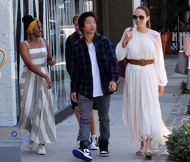 Pax dường như mê thời trang nhất trong số 6 anh em. Cậu thường được trông thấy đi mua đồ hàng hiệu với mẹ ở Beverly Hills.