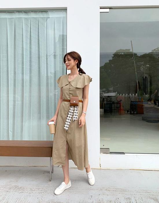 Belt bag, dây lưng cùng chất liệu được sử dụng để tăng sức hút cho các mẫu đầm liền thân, váy cài nút, đầm cổ điển.