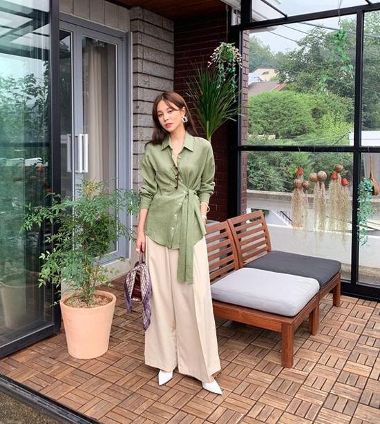 Sơ mi không chỉ được dùng để phối với chân váy xinh xắn, nó còn được sử dụng một cách hợp lý cùng các kiểu quần suông hợp mốt.