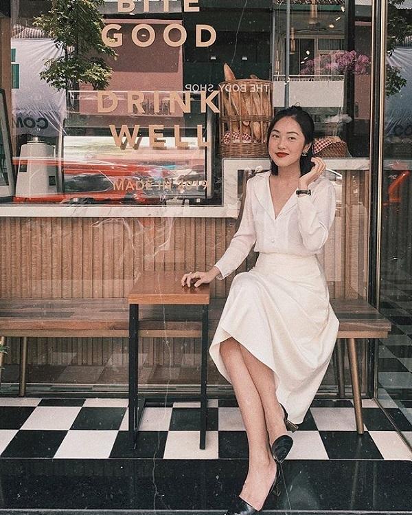 Nữ beauty blogger còn được khen ngợi nhờ phong cách thời trang thanh lịch, đa dạng. Cô thường diện những bộ váy liền kín đáo, tinh tế nhưng không hề lỗi mốt. Misoa cũng thường phối váy midi hoặc váy maxi với áo sơ mi, áo kiểu, đi kèm là giày cao gót, thể hiện sự quý phái.